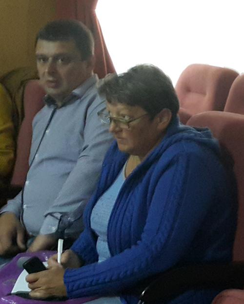 На фото Олександр Король та його родичка, яка незаконно отримувала подвійну зарплату у сільраді
