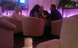 Банковский мошенник Олег Бахматюк и министр юстиции Павел Петренко приятно проводят время в шикарном киевском ресторане с симпатичными девицами